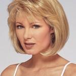 blondine mittlere lange frisuren fur frauen uber 50